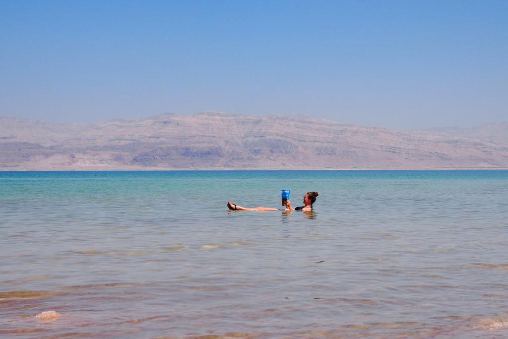 drijven in dode zee israel