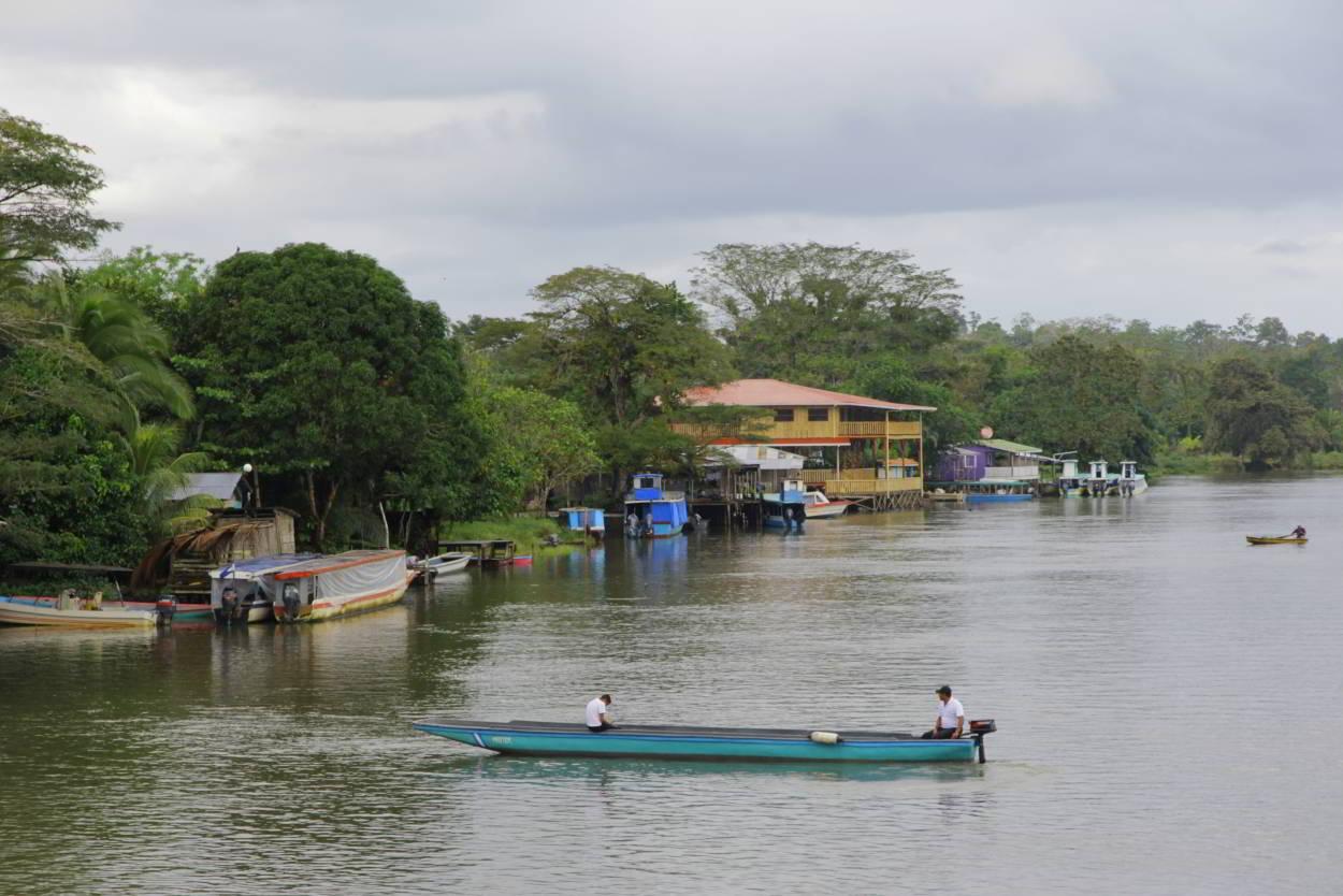 rio san juan guys Petite ville qui est calme et qui borde les pages de sable fin rio san juan est très réputée pour ses plongées, ses récifs coralliens et ses grottes.