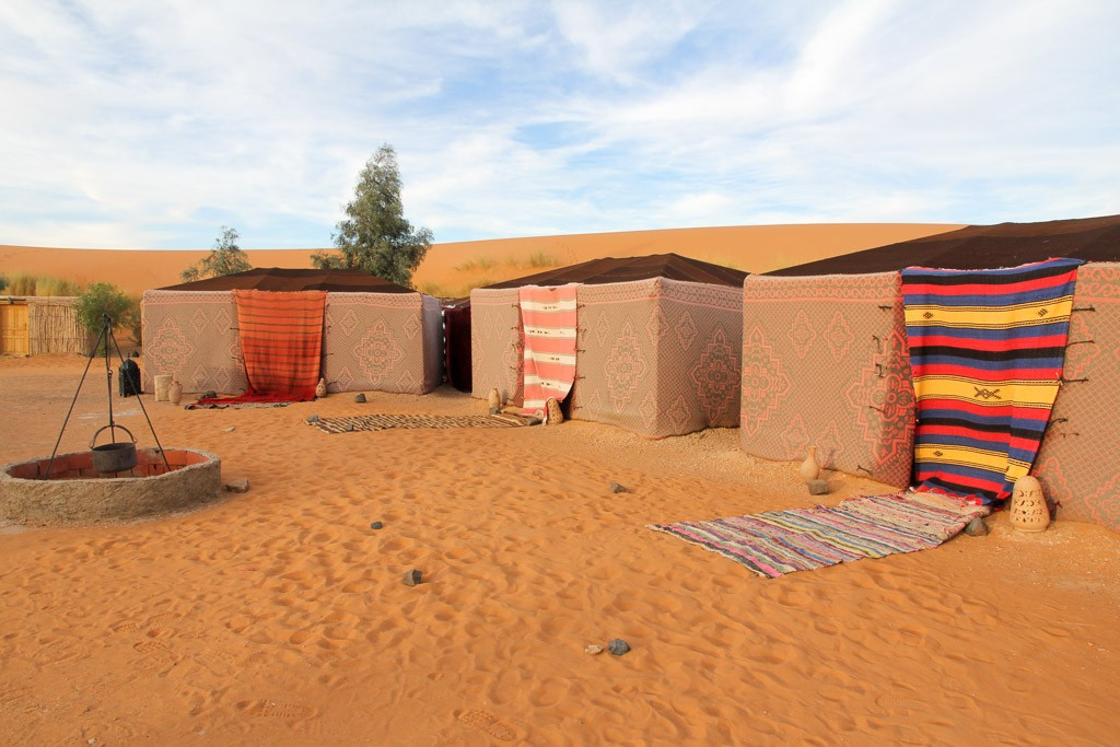 slapen in woestijn