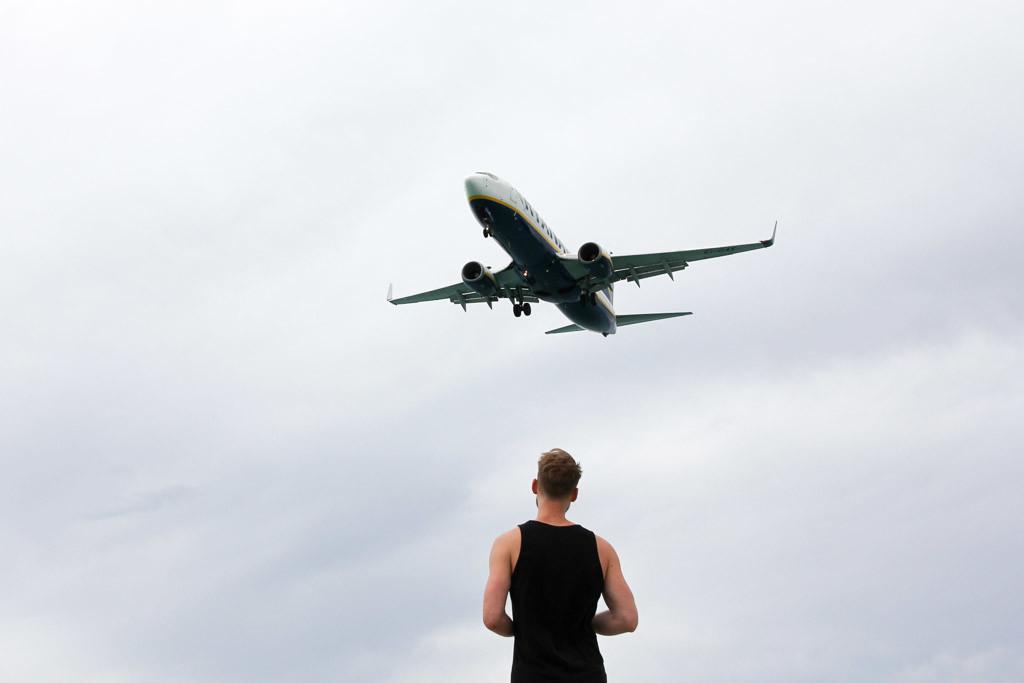 vliegtuigen spotten ibiza strand